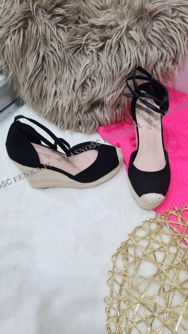 Sandałki Na Koturnie Blanca